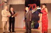 Начальник станции Игумновская ТЭЦ  Л.В. Панов принимает поздравления от администрации города